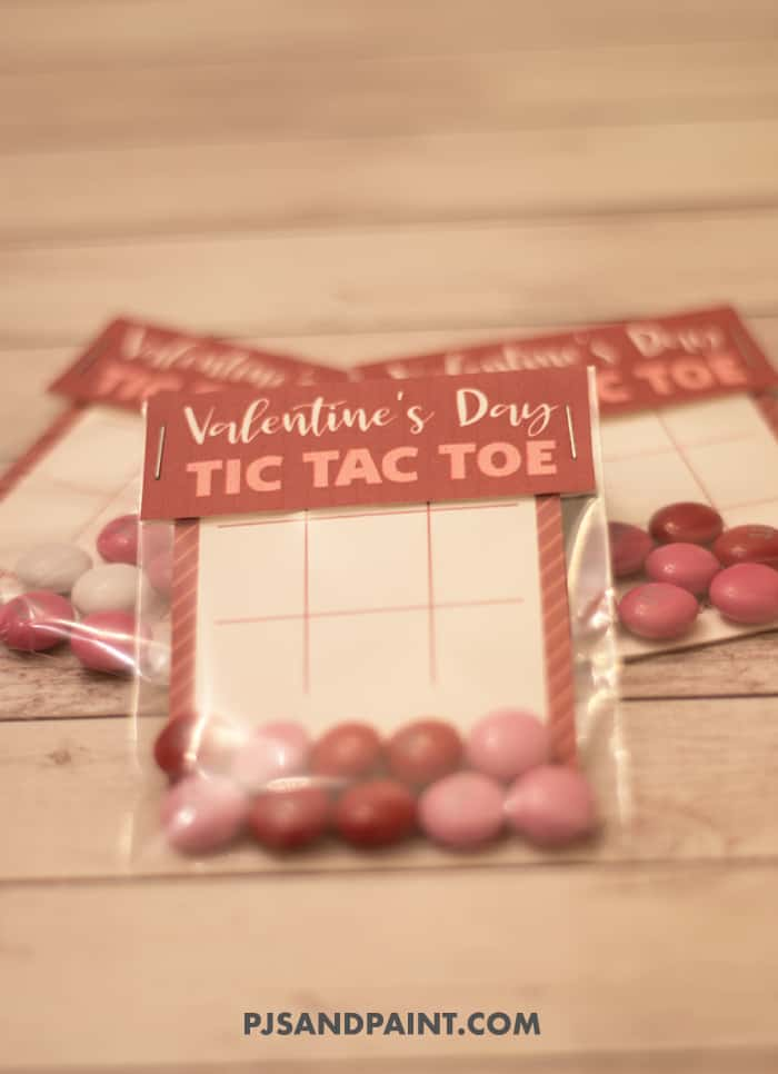 closeup of valentines day tic tac toe
